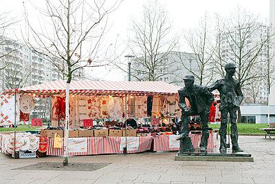 Marzahner Promenade, Denkmal der Erbauer Marzahns (1988) - p1393m1439881 von Marlene Gawrisch