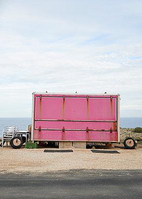 Pinke Verkaufsbude - p1124m1112505 von Willing-Holtz