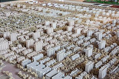 Modell eines neuen Stadtteils - p1558m2132788 von Luca Casonato