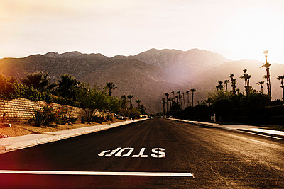 Stop sign on highway, Palm Springs, California, USA - p429m1014540 by Kate Ballis