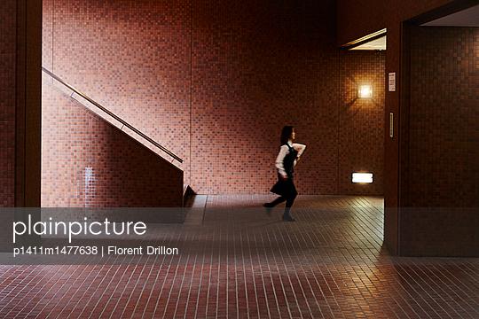 Tokio, Unterführung - p1411m1477638 von Florent Drillon