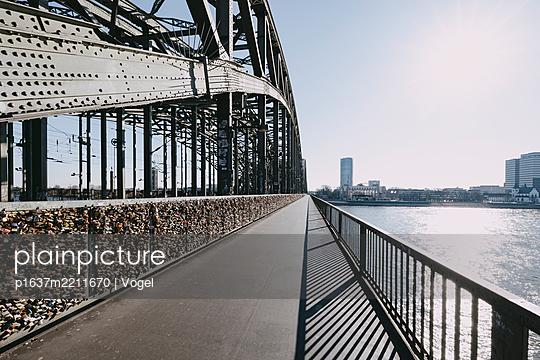 Bike lane on Hohenzollern Bridge, Cologne - p1637m2211670 by Vogel