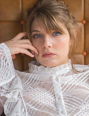 Woman in white transparent blouse, portrait - p1567m2172679 by Claire Picheyre