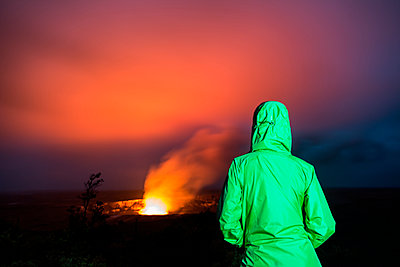 A woman looks at Kilauea in Hawai'i Volcanoes National Park, Big Island Hawaii. - p343m1569189 by Logan Mock-Bunting photography