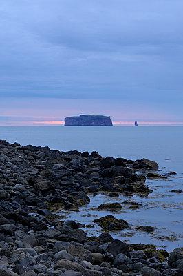 Blick auf die Insel Drangey, Iceland - p470m1004942 von Ingrid Michel