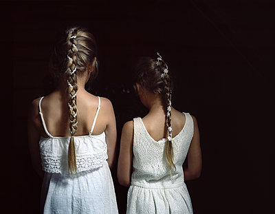 Rear view of two girls with braided pigtails - p945m1155028 by aurelia frey