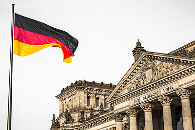 Reichstag, German Parliament Building with national flag, Berlin, Germany - p1062m1172144 by Viviana Falcomer