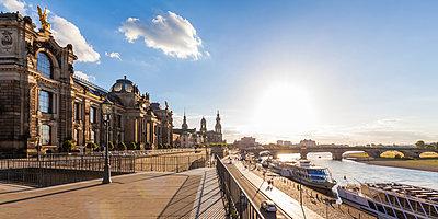 Germany, Dresden, Bruehl's Terrace and Augustus bridge - p300m1537662 by Werner Dieterich