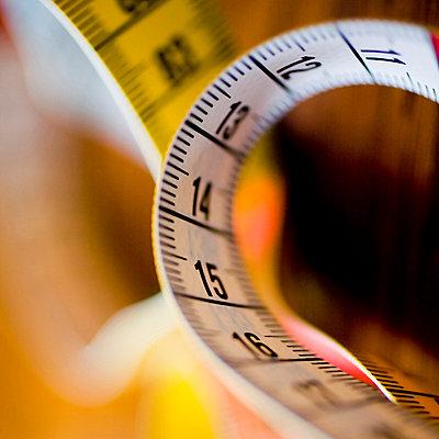 Closeup on tape measure - p4262876f by Tuomas Marttila