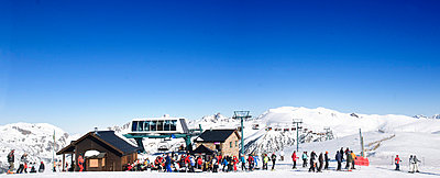 Skiers at the bar - p5340291 by Susanna Ferran Vila