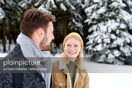 Young couple goes for a winter walk - p1124m1589294 by Willing-Holtz