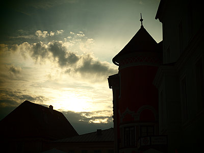 Turm am Abend - p132m1590217 von Peer Hanslik