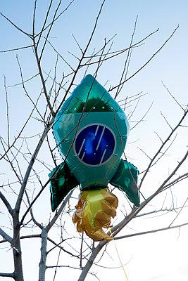 Helium balloon, rocket - p451m2158799 by Anja Weber-Decker