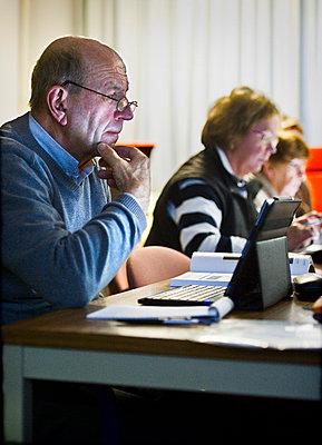 Senioren im Computerkurs - p896m835860 von Koen Verheijden