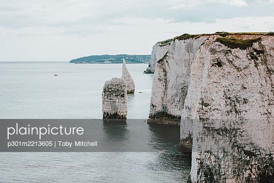 Scenic white cliffs above ocean, Jurassic Coast, Dorset, UK - p301m2213605 by Toby Mitchell