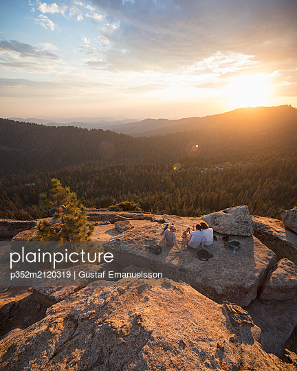 Men on rock at sunset in Sequoia National Park in California - p352m2120319 by Gustaf Emanuelsson