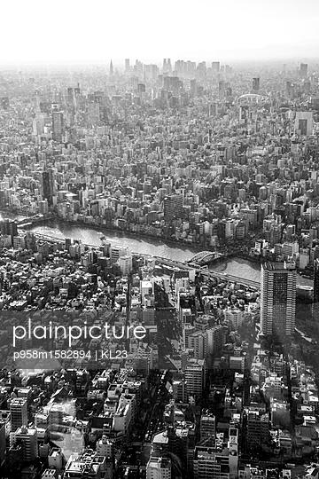 Tokio Stadtbild mit Smog - p958m1582894 von KL23