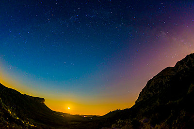 Starry sky - p829m972330 by Régis Domergue