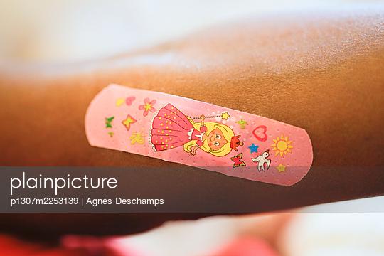 Plaster Princess - p1307m2253139 by Agnès Deschamps