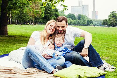 Familienportrait - p904m1159683 von Stefanie Päffgen