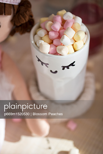 p669m1520530 von Blossom Peaches