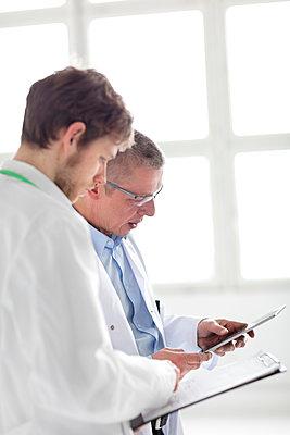 Zwei Ärzte - Besprechung Profil - p1212m1119826 von harry + lidy