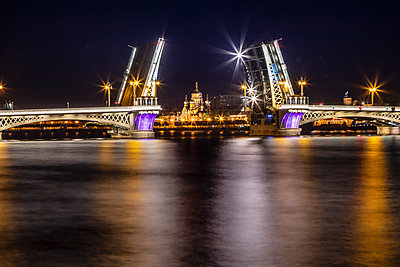Illuminated bridge at night, St. Petersburg - p524m2125291 by PM