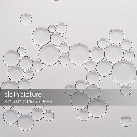 bubbles - p587m2227485 by Spitta + Hellwig