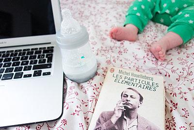 Literature and motherhood - p1513m2185589 by ESTELLE FENECH