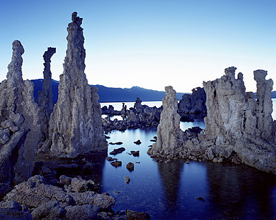 Majestic view of Tufa in Mono Lake against clear sky - p1166m1526598 by Cavan Images