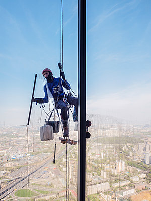 Window cleaner works on high rise in Moscow - p390m2013418 by Frank Herfort