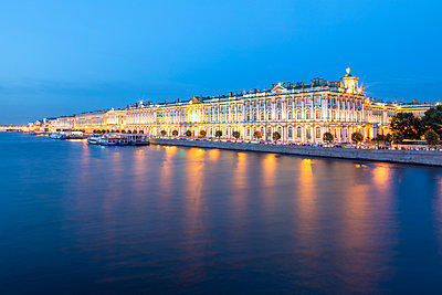 Winter palace in St. Petersburg - p524m2125296 by PM