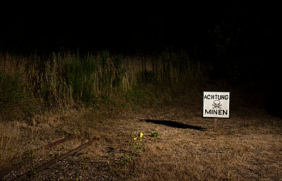 Attention mines - p1132m2027956 by Mischa Keijser