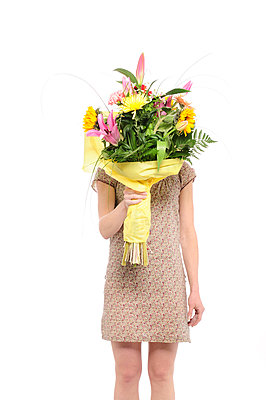 Woman holding giant bunch of flowers - p1190m2288987 by Sarah Eick