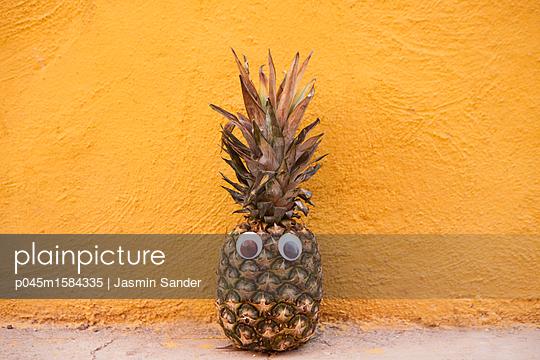 Ananasmensch - p045m1584335 von Jasmin Sander