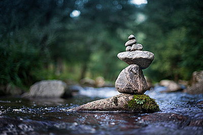 River cairn - p1007m854301 by Tilby Vattard