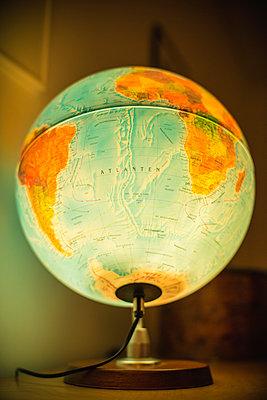 Illuminated globe - p1418m1572380 by Jan Håkan Dahlström