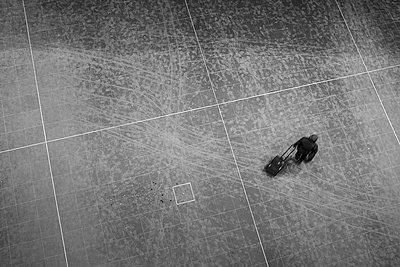 Sports hall floor - p627m1035954 by Hendrik Rauch