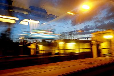 Blick aus dem Zugfenster - p1189m1218673 von Adnan Arnaout