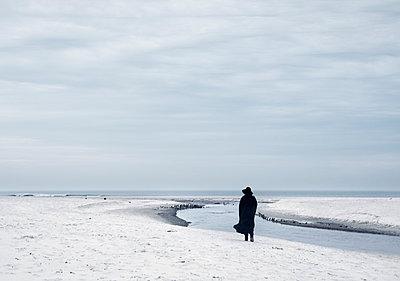 Allein am Meer - p992m791669 von Carmen Spitznagel