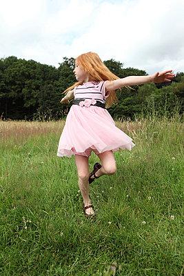 Dancing girl - p045m944653 by Jasmin Sander