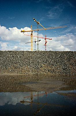 Building cranes - p1092m880481 by Rolf Driesen