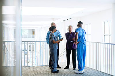 Doctors and nurses talking near staircase - p555m1532490 by FS Productions
