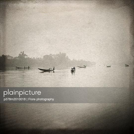 p378m2010018 von Flore photography