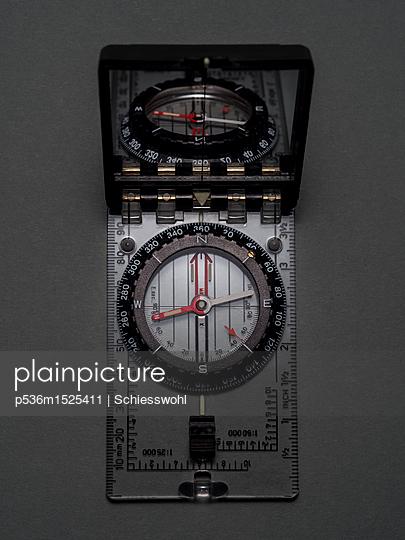 Kompass - p536m1525411 von Schiesswohl