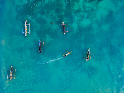 Indonesia, Lombok, Aerial view of banca boats - p300m2042693 by Konstantin Trubavin