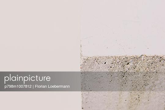 Betonwand - p798m1007812 von Florian Loebermann