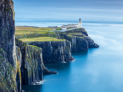 Great Britain, Scotland, Isle of Skye, Lighthouse at Neist Point - p300m1537286 by Stefan Schurr