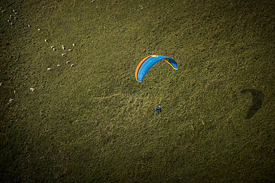 France, Aravis, Paragliding in the Alps - p1007m2216488 by Tilby Vattard