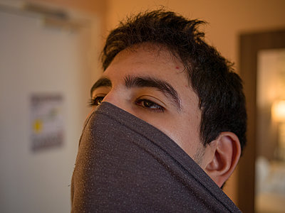 Young man with covering of the face - p1267m2064767 by Wolf Meier